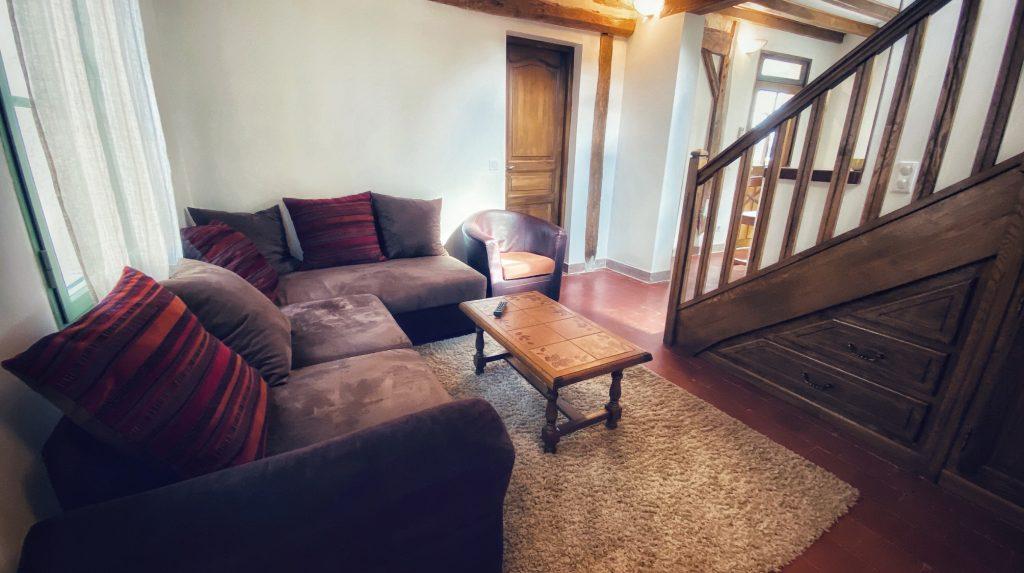 Le gîte Olivier du Clos de Mocberry accueille de 1 à 6 personnes grâce à ses deux chambres et un lit d'appoint 2 personnes